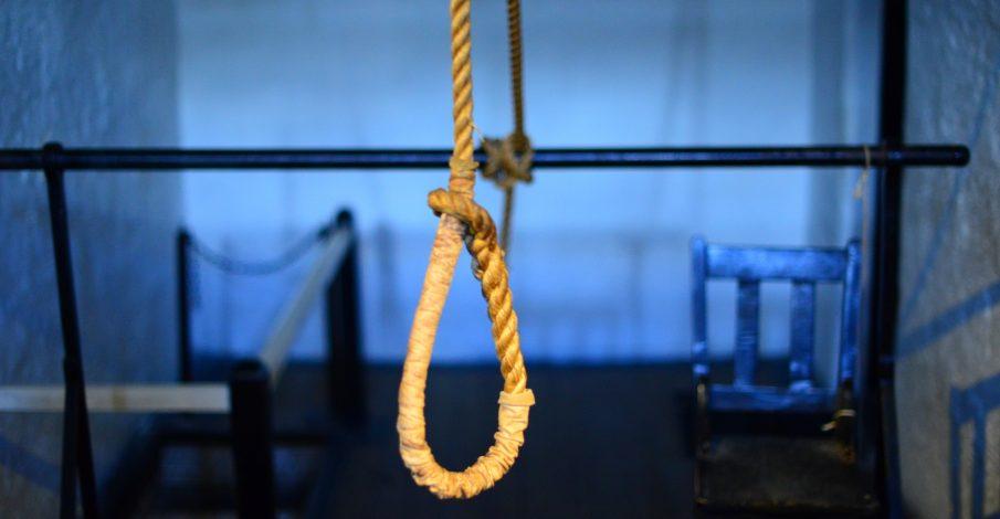 الإعدام غيابياً على مدان بالقتل