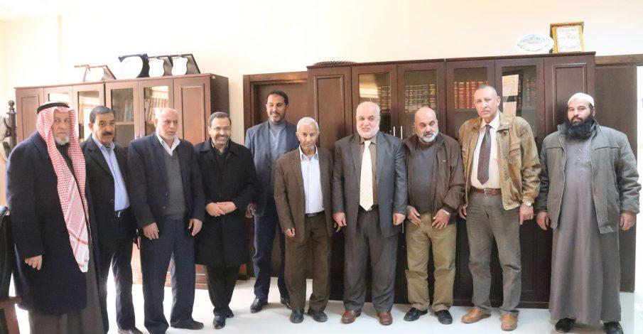 المستشار عابد يستقبل رؤساء بلديات الوسطى وجنوب غزة