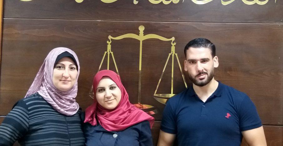 بداية غزة تكرم اثنين من موظفيها لتفانيهم بالعمل