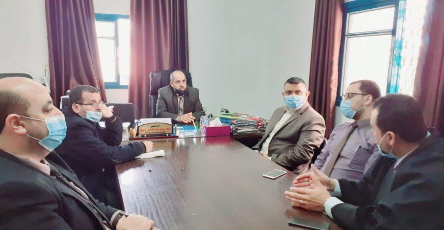 المستشار الأسطل يلتقي بوفد من بلدية دير البلح
